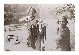 girls_antique_lures_fish.jpg (69291 bytes)
